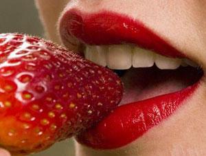 Маска из клубники для губ