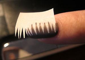 Использование скотча при французском маникюре