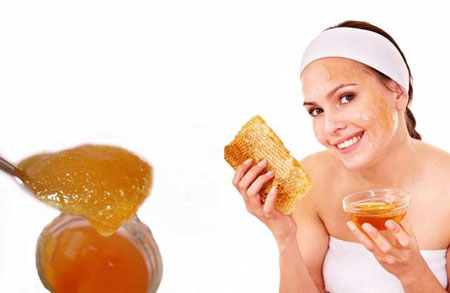 Нанесение масок на основе меда