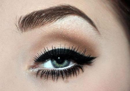 Этапы макияжа со стрелками