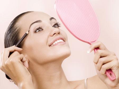 Как правильно выщипать брови в домашних условиях?