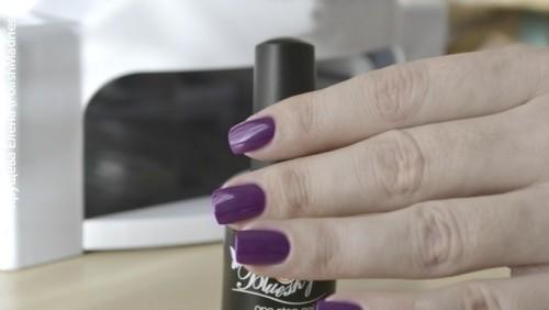 однофазный лак на ногтях