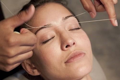 Удаление волос при помощи нитки