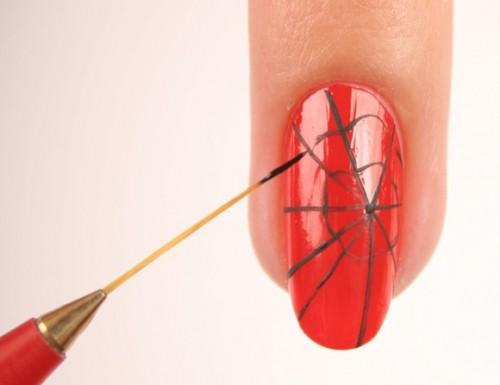 рисунок паутинка на ногтях