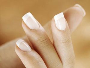 Как выглядит френч на коротких ногтях