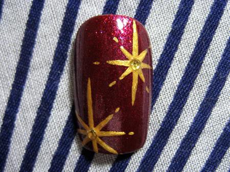 рисунок на ногтях звезда