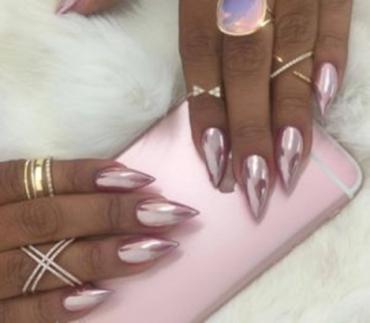 Кому идут розовые ногти