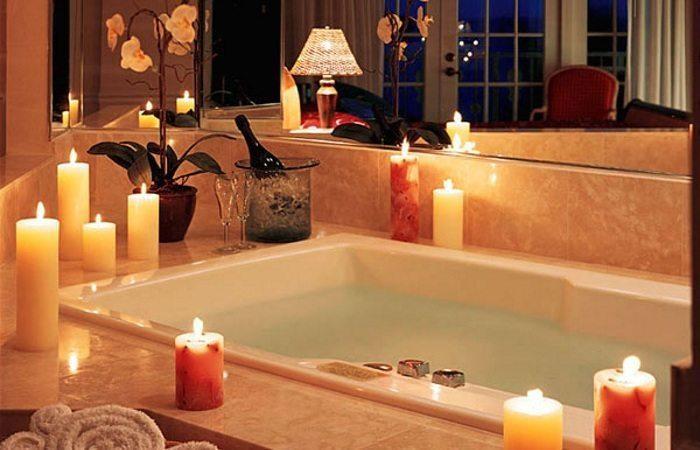 Расслабляющая ванна с ароматными свечами
