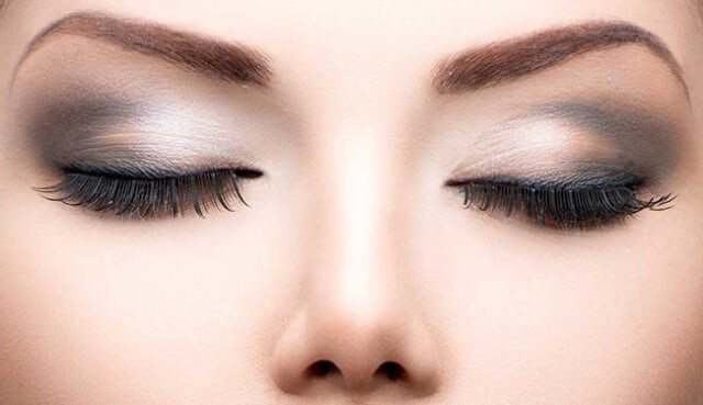 форма бровей и макияж